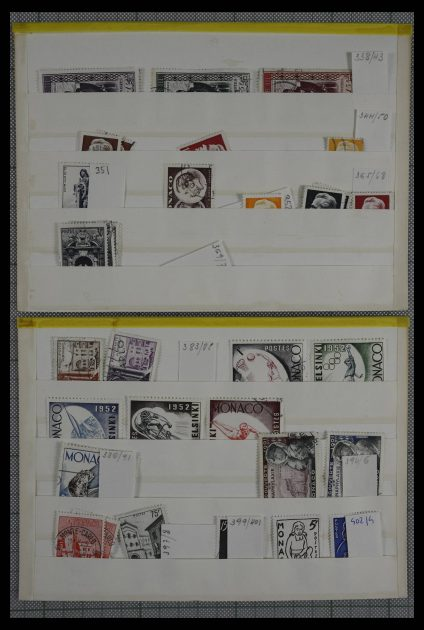 Stamp collection 27247 World sorting box.