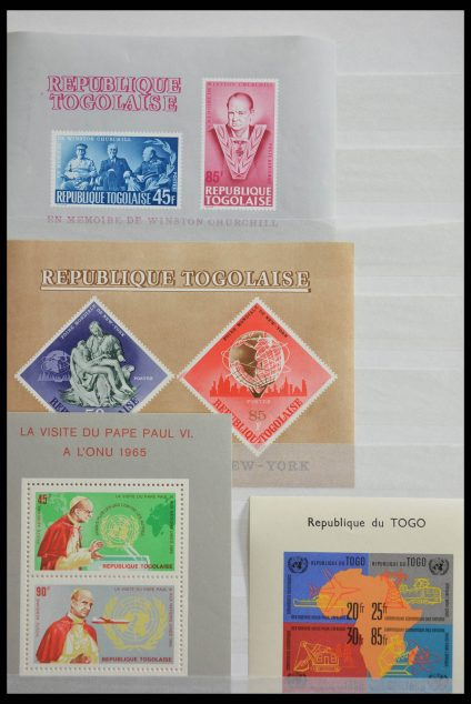 Stamp collection 28515 World souvenir sheets.