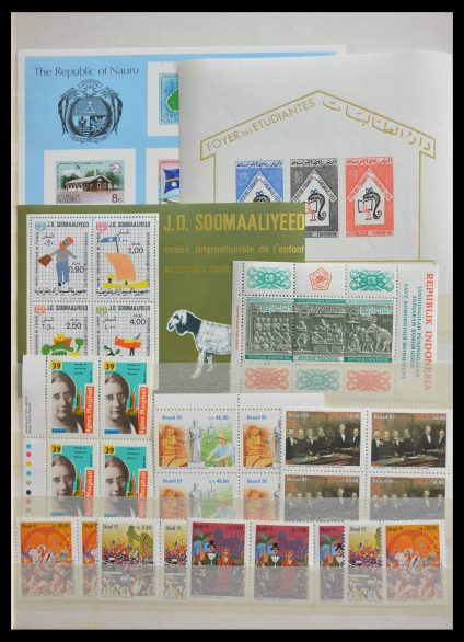 Stamp collection 28537 World MNH.