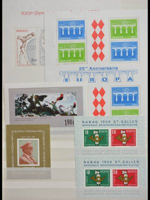 Stamp collection 28538 World souvenir sheets.