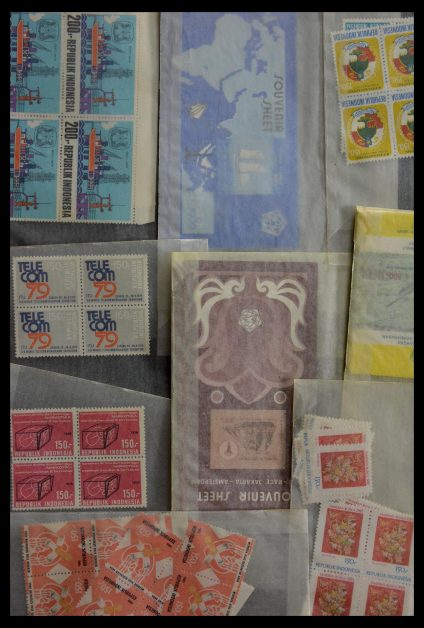 Stamp collection 28906 Dutch territories '70s-'90s.