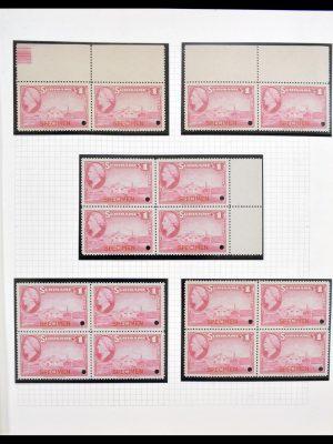 Stamp collection 30152 Surinam specimen 1945.