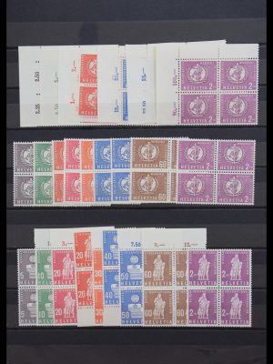 Stamp collection 30405 All world better issues 1849-1960.