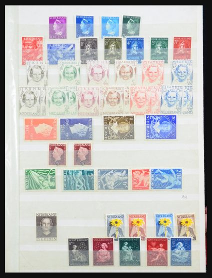 Stamp collection 31399 Netherlands 1945-1979.