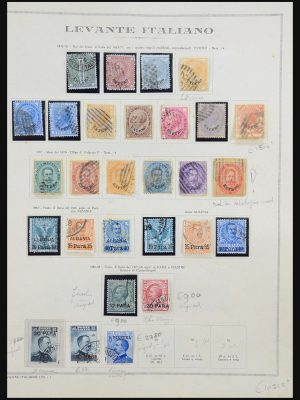 Stamp collection 31481 Italian Levant 1874-1923.