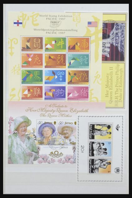 Stamp collection 31671 World various 1950-2000.